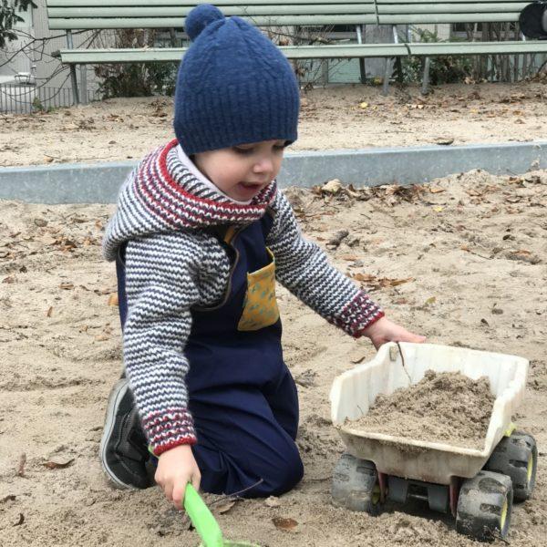 Salopette enfant tout-terrain jouer dans le sable